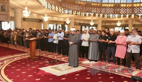 Umat Islam Tunai Solat Sunat Gerhana
