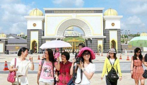 Lebih 100,000 Pelancong China, India 'Bermastautin'?