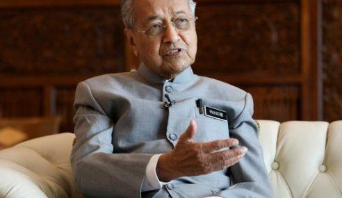 Kerajaan Pertimbang Jual Saham Petronas – Mahathir