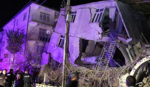 Lebih 13 Maut Gempa Bumi Di Turki