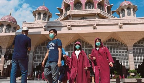 Masjid Putra Ditutup Kepada Bukan Islam, Hanya Untuk Solat