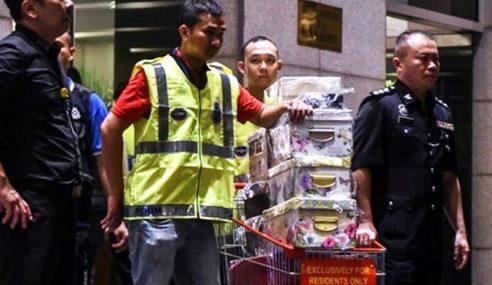 Najib, Rosmah Mohon Periksa Jam, Beg Tangan RM711 Juta Disita