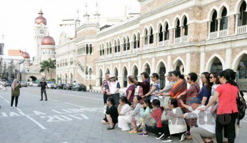 Lanjutkan Pengecualian Visa Pelancong China, India