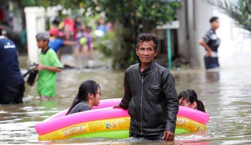 Banjir Jakarta: 10 Pelajar Malaysia Kini Di Malaysia Hall