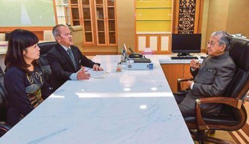 Mahathir Masuk Pejabat Menteri Pendidikan Hari Ini