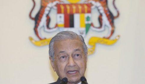Mahathir Pangku Jawatan Menteri Pendidikan