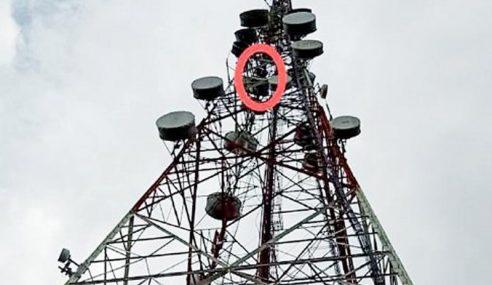 Lelaki Panjat Menara Telekomunikasi