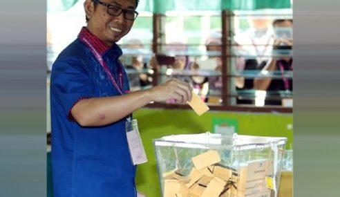 Calon BN Puas Hati Pengurusan SPR Di pusat Mengundi