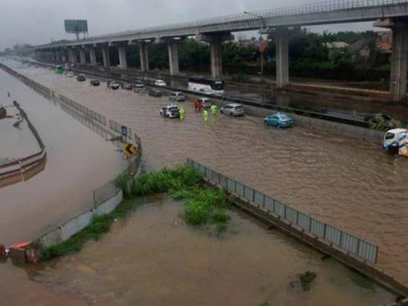 Hujan Di Jakarta Luar Biasa