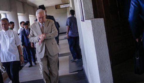 Najib Beli Hadiah RM3.2 Juta Guna Kad Kredit Sendiri