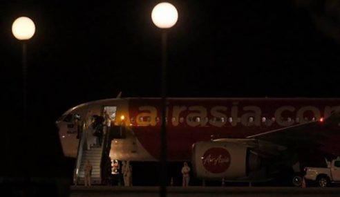 Pesawat Bawa Rakyat Malaysia Dari Wuhan Tiba Di KLIA