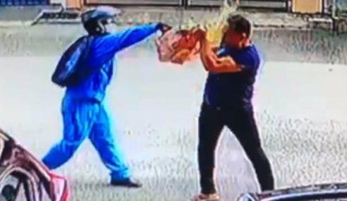 Penghantar Bungkusan Simbah Asid Kepada Anggota Polis
