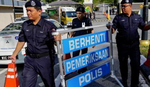 Polis Tingkat Kawalan Di Pintu Masuk Istana Negara