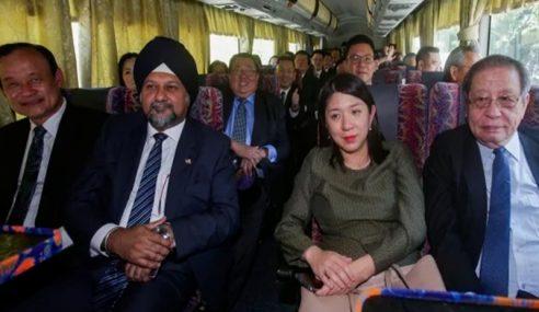 Ahli Parlimen DAP Selesai Mengadap Agong