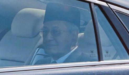 Mahathir Selesai Menghadap Yang Di-Pertuan Agong