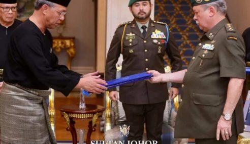 Hasni Angkat Sumpah Menteri Besar Johor Ke-18