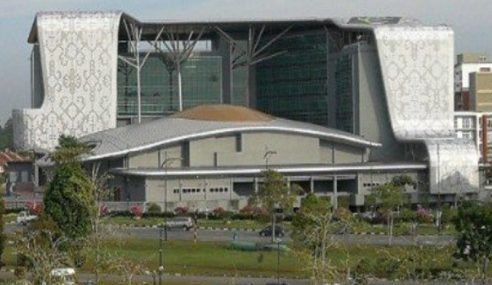Mujahid Lupa Maklum Hotel TH Kuching Telah Dijual