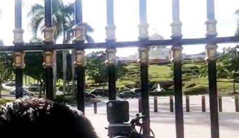Kenderaan VIP Memasuki Istana Negara