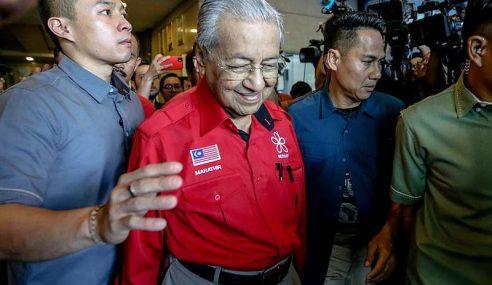 Mahathir Lepas Jawatan Pengerusi BERSATU