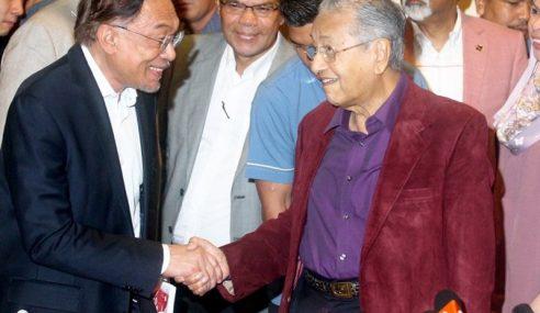 """""""Saya Tentukan Bila Hendak Lepas Jawatan"""" – Mahathir"""