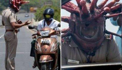 Polis Pakai 'Helmet' Covid-19 Tarik Perhatian