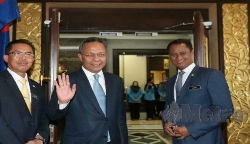 Hasni Mulakan Tugas Menteri Besar Johor