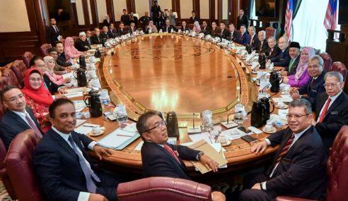 Muhyiddin Pengerusikan Mesyuarat Kabinet Pertama