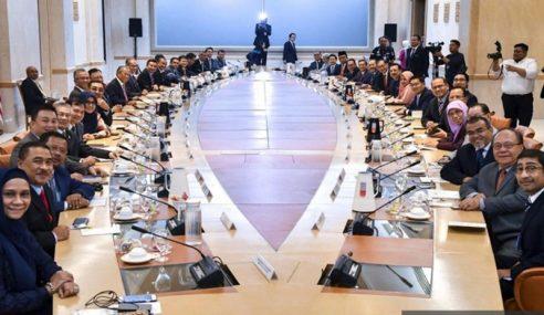 Muhyiddin Pengerusikan Mesyuarat Pertama Timbalan Menteri