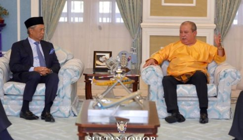 Muhyiddin Menghadap Sultan Johor Persembah Situasi COVID-19