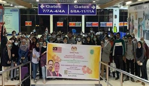 225 Rakyat Malaysia Tiba Dari Bangladesh