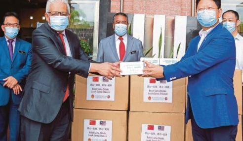 KDN Terima Sumbangan 20,000 Topeng Muka Dari China