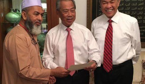 2 Ahli Parlimen Nafi Sokong Mahathir
