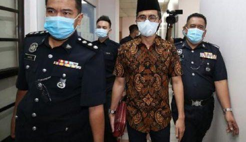 Wak Doyok Didakwa Guna Lambang Sultan Johor