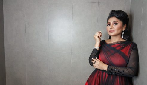 Raja Azura Rindu Bersiaran, Alif Satar Bersyukur Menang Anugerah