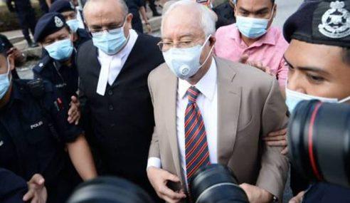 Laungan 'Hidup Bossku' Bergema Di Mahkamah Jalan Duta