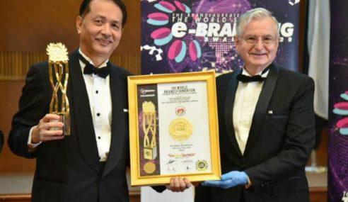 Dr Noor Hisham Terima Anugerah BrandLaureate
