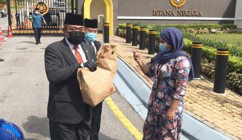Agong 'Belanja' Petugas Media Sarapan Pagi