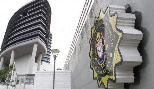 Datuk Seri Berjaya Lari Dibantu 2 Pengawal Peribadi