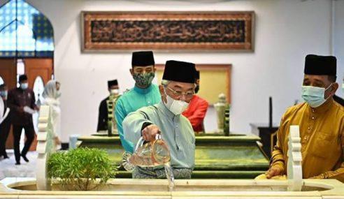 Agong, Permaisuri Ziarah Pusara Almarhum Sultan Ahmad Shah