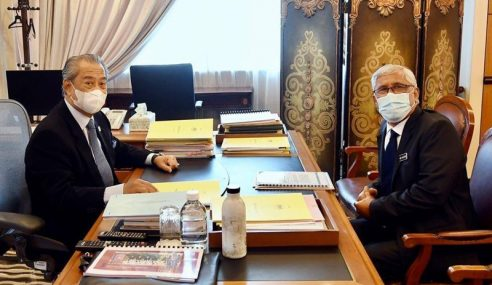 Muhyiddin Hargai Sumbangan Abu Kassim Perangi Rasuah