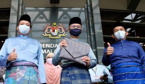 Tengku Zafrul Bawa Teks Belanjawan 2021 Ke Parlimen