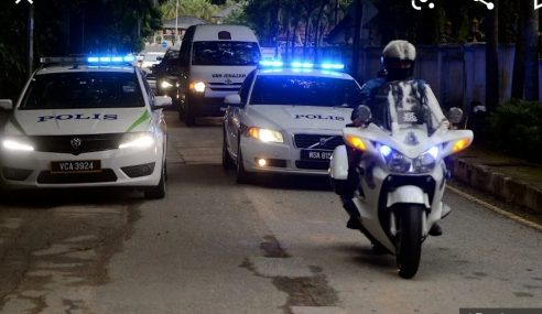 Polis Kawal Ketat Laluan Ke Kediaman Tun Rahah