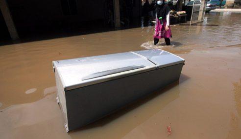 Mangsa Banjir Di Sabah Meningkat, Pahang, Sarawak Kian Pulih