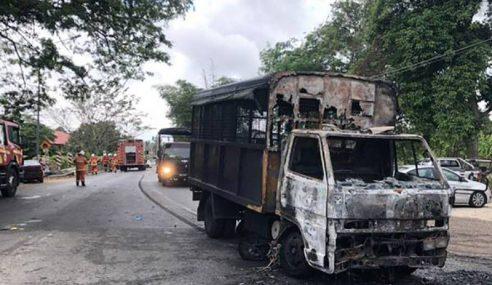 Trak Polis Bawa Banduan Terbakar Bertembung Motosikal