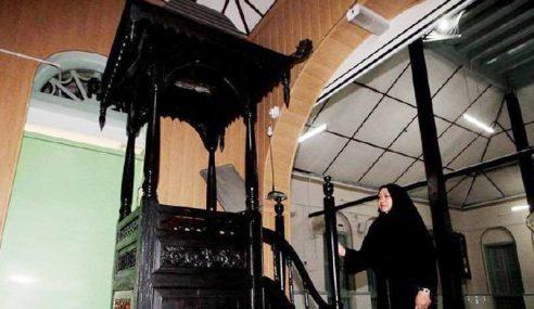 Mimbar Masjid Berusia 100 Tahun Ditemui